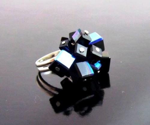 Tina Vehovar - črn prstan s kockami