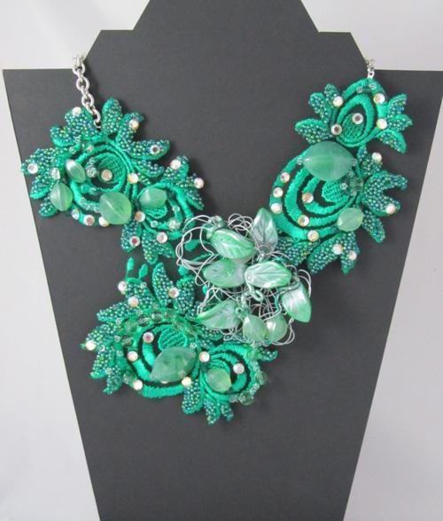 Tina Vehovar - zelena ekstravagantna ogrlica